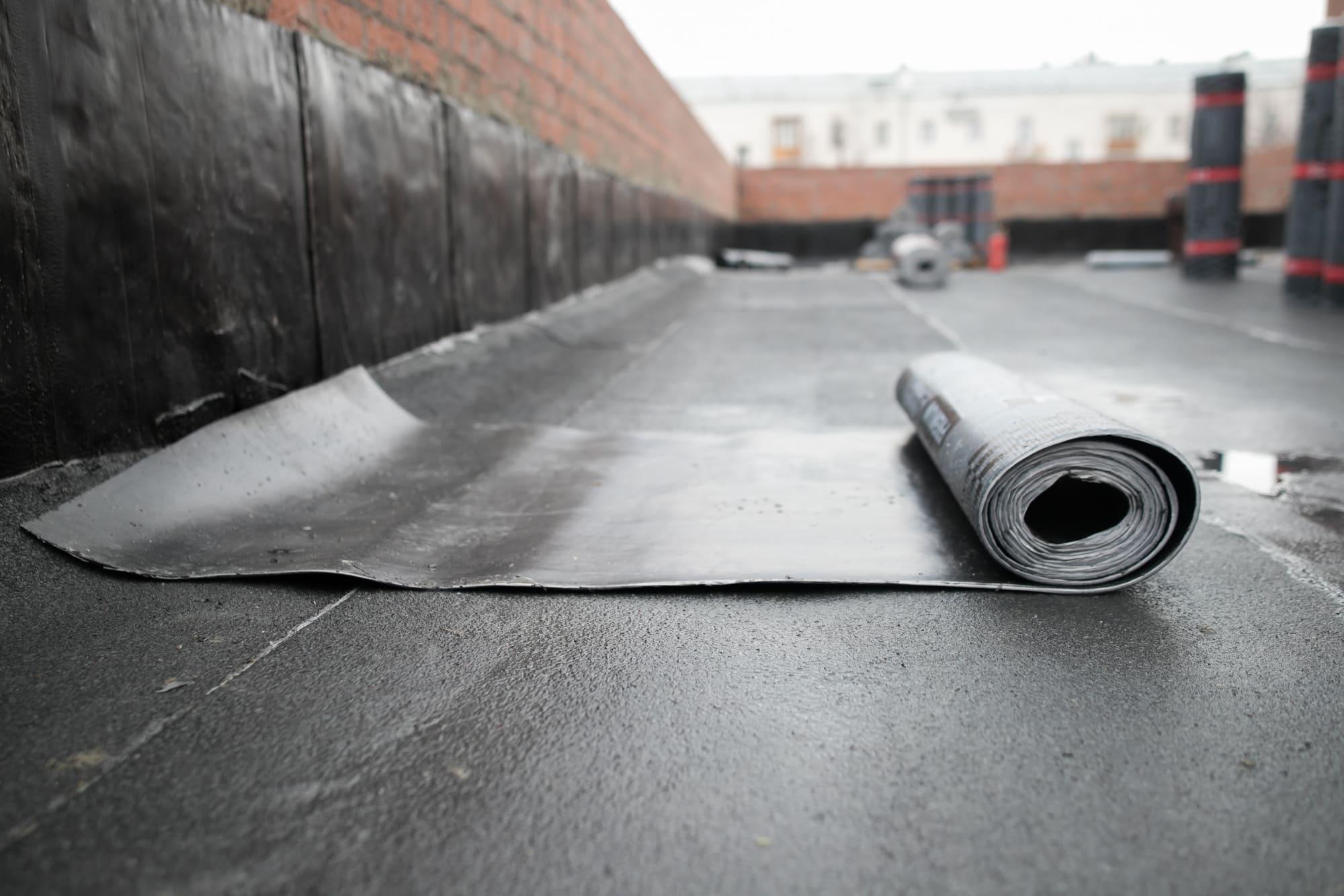 Flat roof repair – asphalt roof insulation